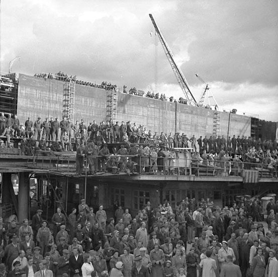 Inför sjösättning och dop av fartyg 114 M/S Hjördis Thordén.
