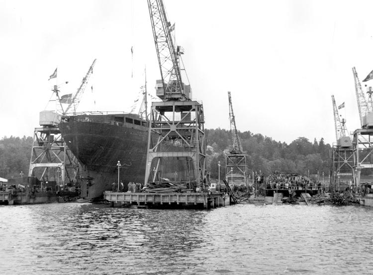 Dop och sjösättning av fartyg 121 M/T Amazonas.