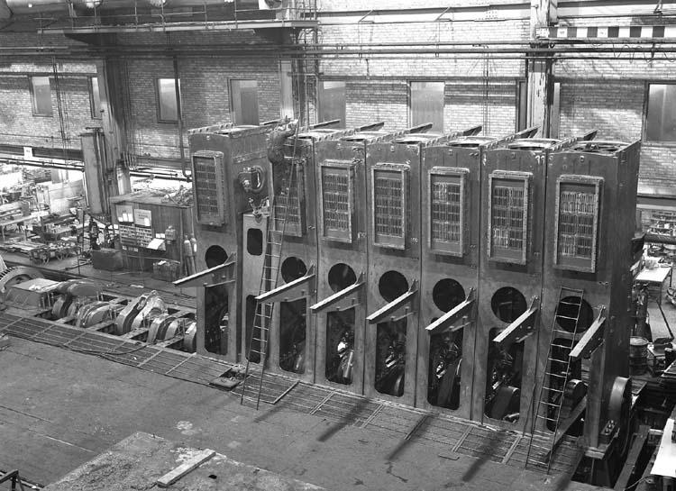 Huvudmotor under uppbyggnad till fartyg nr. 186 M/T Fernmount.