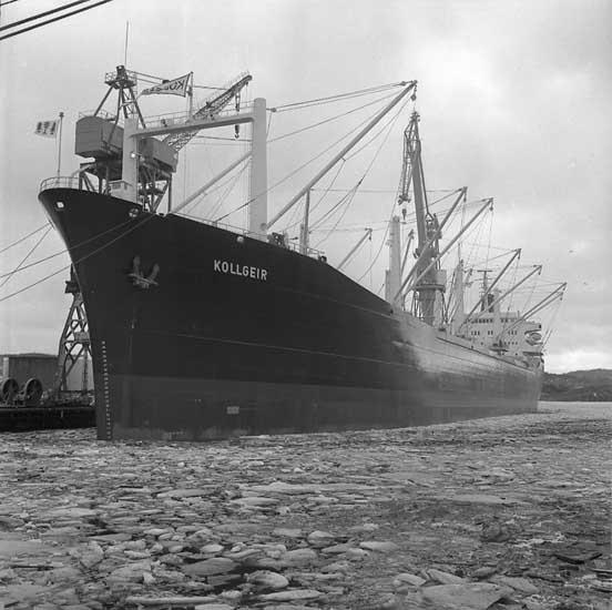 Vid flaggskiftet inför leveransen av fartyg 273 B/C Kollgeir.