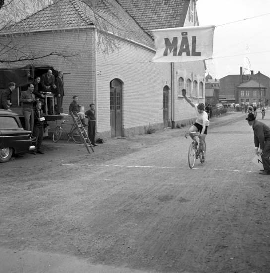 Målgång i cykellopp, Uddevalla, den 25 maj 1958