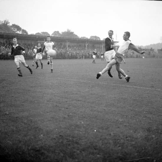 """Enligt notering: """"Fotboll Tranemo - Oddevold d 14/8 -58""""."""
