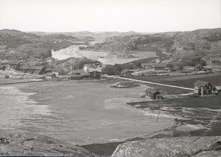 """Noterat på kortet: """"HAMBURGSUND"""". """"H OCH H-ÖN FRÅN N."""". FOTO (91) DAN SAMUELSON 1924. KÖPT AV DENS. DEC. 58""""."""