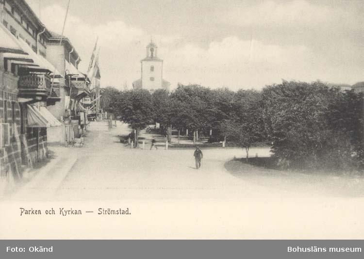 """Tryckt text på kortet: """"Parken och Kyrkan - Strömstad.""""  ::"""