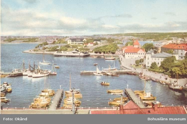 """Tryckt text på kortet: """"Strömstad."""" """"Ensamrätt: A.B. Högströms Pappersaffär, Uddevalla."""""""