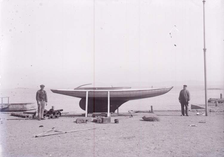 """Enligt text som medföljde bilden: """"Utlottningsbåt m. Carlson o. Calle 1918/1919."""""""