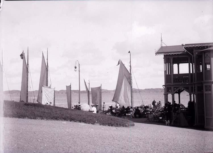 """Enligt text som medföljde bilden: """"Lysekil. Schweizeriet o. Badhusplan 7/8 1901."""""""