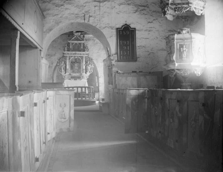 """Enligt text som medföljde bilden: """"Bokenäs, Bokenäs kyrka interiör1898""""."""