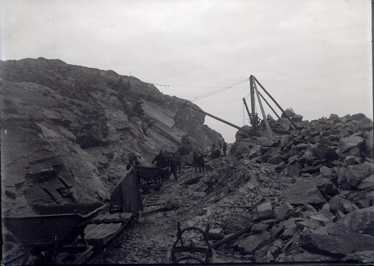 "Enligt text som medföljde bilden: ""Jernvägsbygge 1912/1913""."