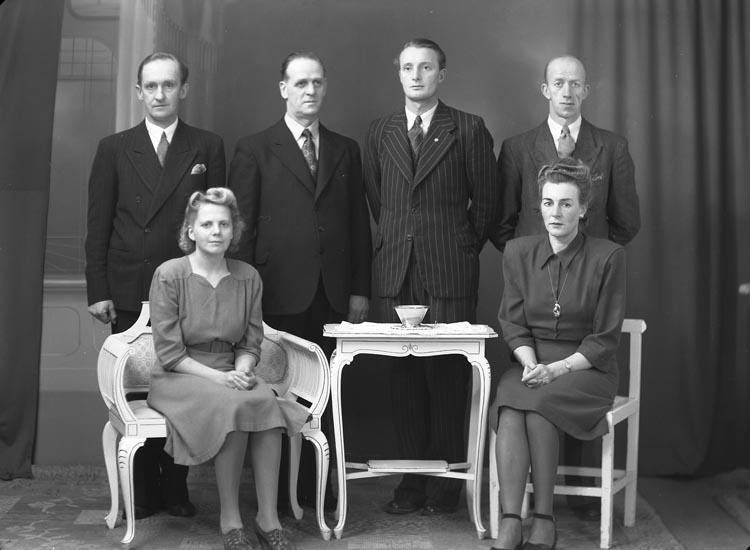 """Enligt fotografens noteringar: """"1946. No.74. Fackföreningens Styrelse år 1946""""."""