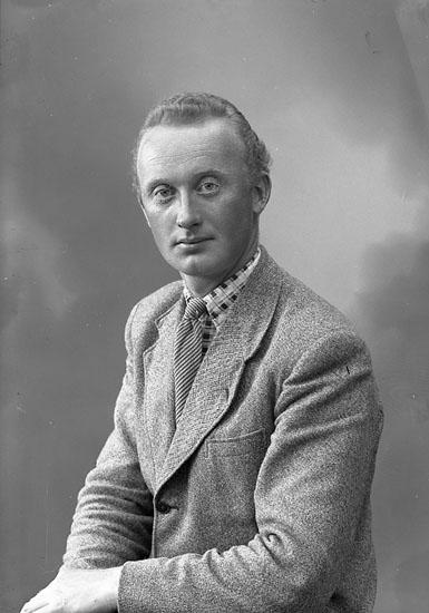 "Enligt fotografens journal nr 8 1951-1957: ""Antonsson, Åke Grössby Ucklum""."