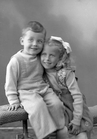 "Enligt fotografens journal nr 7 1944-1950: ""Sjöberg, Fru Ingvor Apleröd Här""."