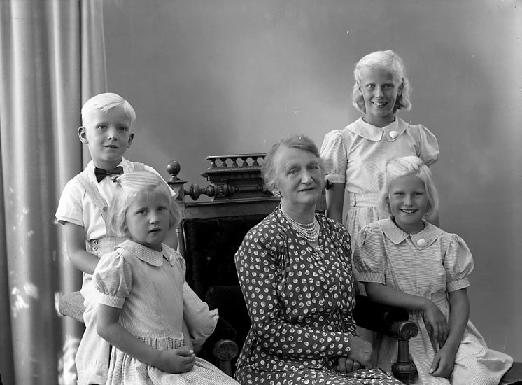 "Enligt fotografens journal nr 7 1944-1950: ""Svensson, Fru Brita, Spaldingsg. 1 Gbg""."