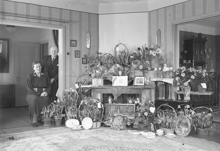 "Enligt fotografens journal nr 6 1930-1943: ""Martell, LandsfiskalStenungsund"". Enligt fotografens notering: ""Landsfiskal Martells 50 årsdag, Stenungsund""."