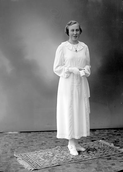 """Enligt fotografens journal nr 6 1930-1943: """"Andersson, Elsa St. Askerön""""."""