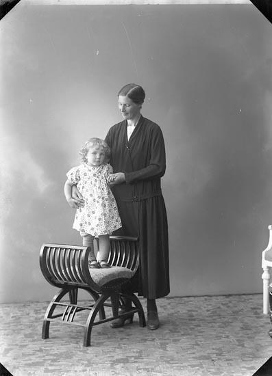 """Enligt fotografens journal nr 6 1930-1943: """"Andersson, Fru Lovisa, Hagen. Ödsmål""""."""
