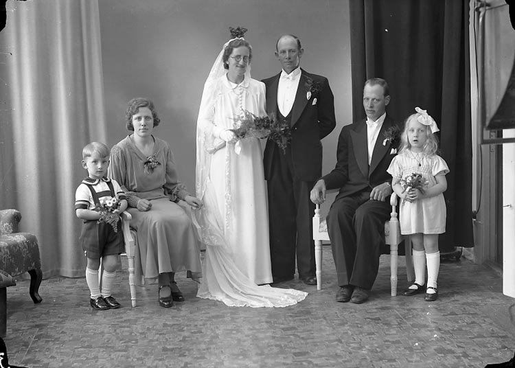 "Enligt fotografens journal nr 7 1944-1950: ""Gustafsson, Herr Johannes Broan Ucklum""."