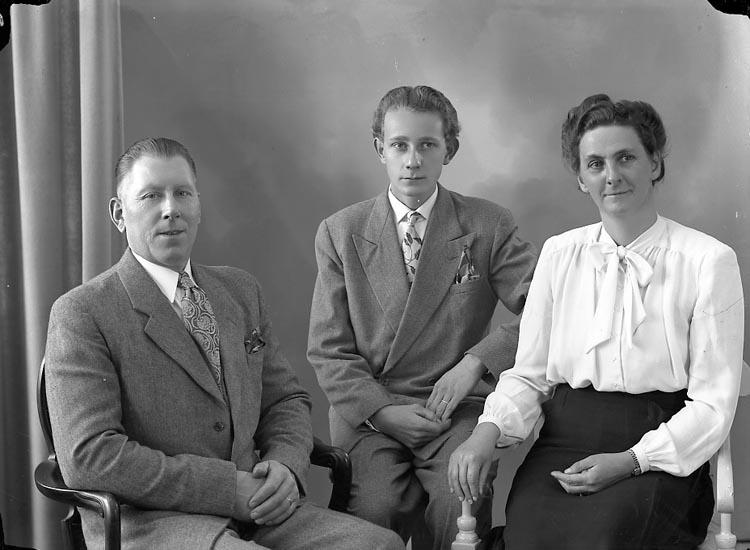 "Enligt fotografens journal nr 7 1944-1950: ""Gustafsson, Herr Karl Ålderdomshem. Jörlanda""."