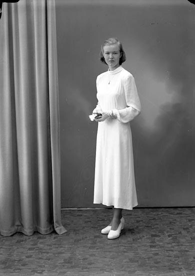 "Enligt fotografens journal nr 7 1944-1950: ""Larsson, Birgitta, adr. Alfredsson Stenung""."