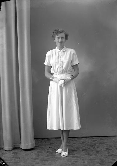 """Enligt fotografens journal nr 8 1951-1957: """"Breutigam, Fr. Birgitta Ödsmål""""."""