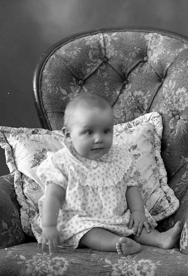 "Enligt fotografens journal nr 8 1951-1957: ""Wallström, Elisabeth Ödsmål""."