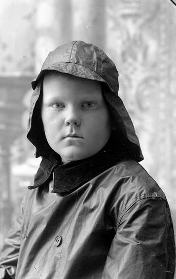 """Enligt fotografens journal Lyckorna 1909-1918: """"Lindstedt, Tove Göta""""."""