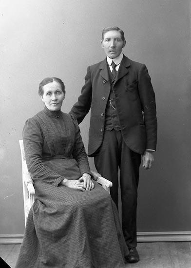 """Enligt fotografens journal nr 2 1909-1915: """"Andersson, Laura, Kringlekärr""""."""