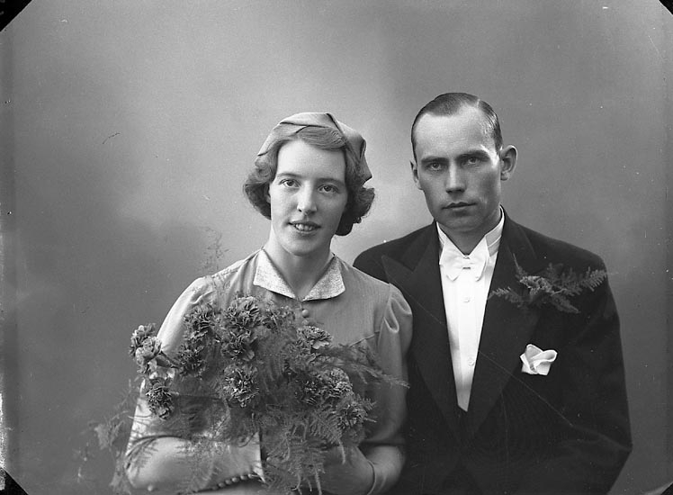 "Enligt fotografens journal nr 6 1930-1943: ""Carlsson, J. W. Bergsg. 47 Stkhm""."