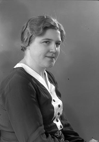 """Enligt fotografens journal nr 6 1930-1943: """"Borgås, Fru Anna Hjälteby""""."""