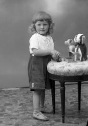 """Enligt fotografens journal nr 6 1930-1943: """"Olsson, Erik Tve"""