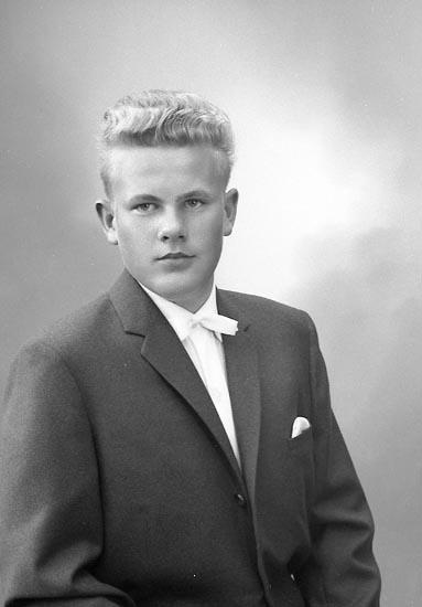 "Enligt fotografens journal nr 9 1958-: ""Carlsson, Anders Stora Askerön, Stenungsund""."