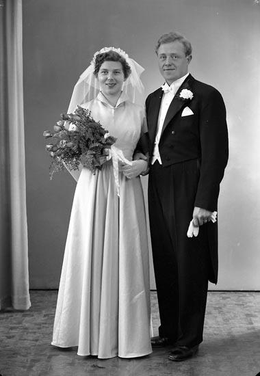 "Enligt fotografens journal nr 8 1951-1957: ""Berntsson Herr Lennart Ödsmål""."