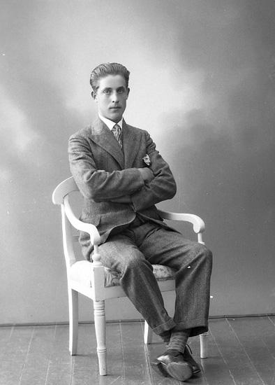 """Enligt fotografens journal nr 5 1923-1929: """"Olsson, Olof Röd, Ödsmål""""."""