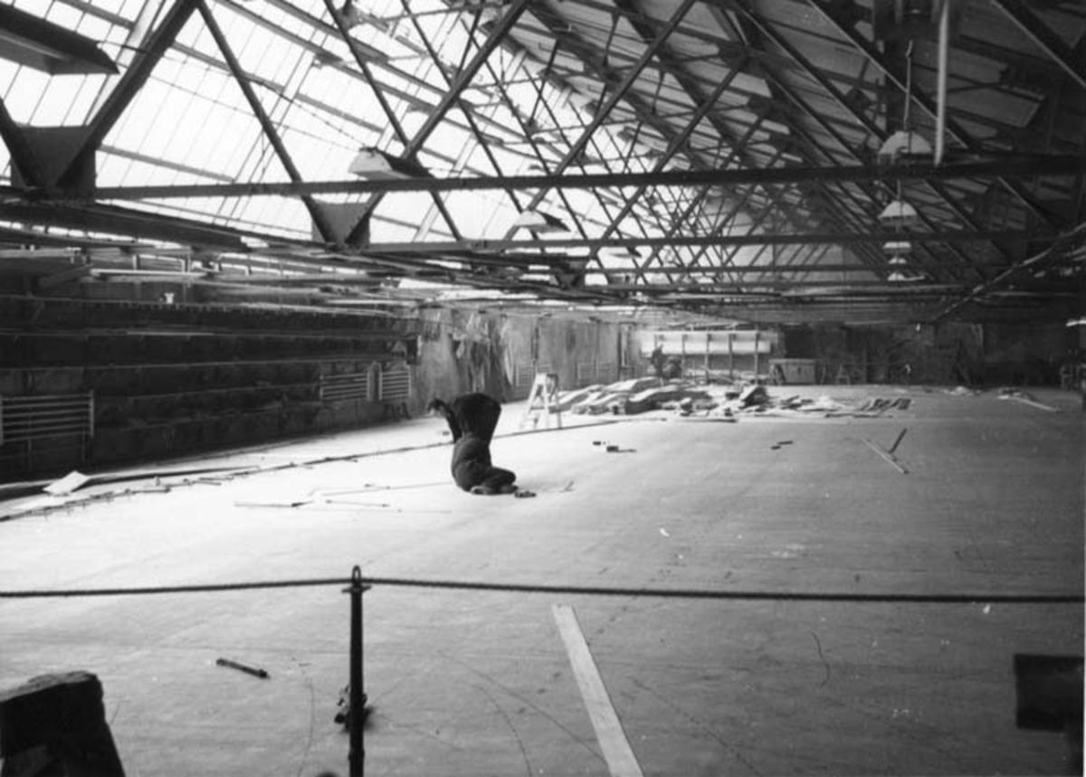 Skrivet på baksidan: Rosenbergs mekaniske verkstad Stavanger 25/8 1967.  Afslagningsloft. Fotograf: Henning Henningsen Fotot taget: 1967-08-25