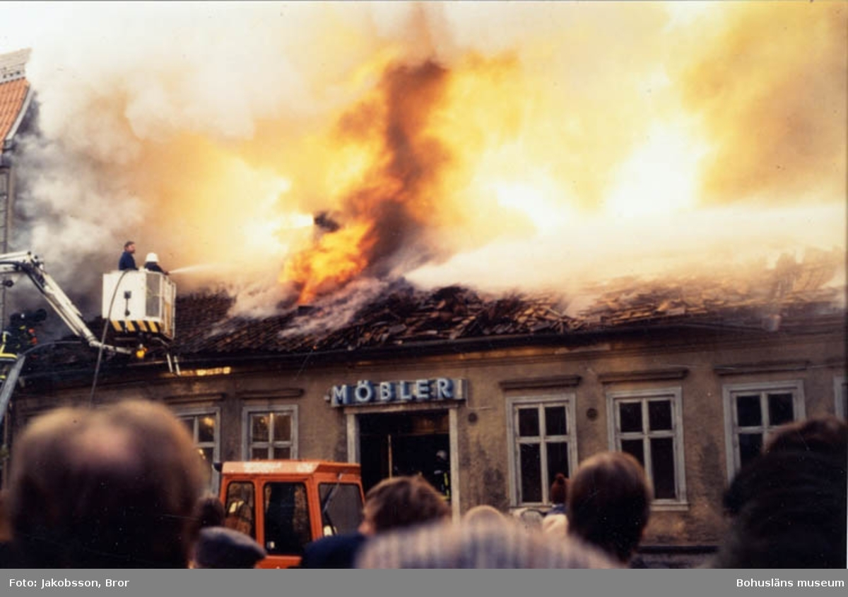 Sandréns möbelaffär, Uddevalla. Branden tisdagen 26 november 1985.