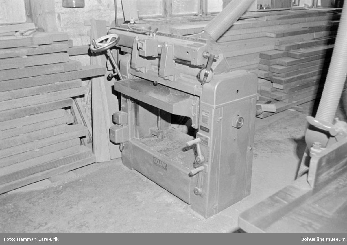 "Motivbeskrivning: ""Widholms industri AB, planhyvel."" Datum: 19800911"