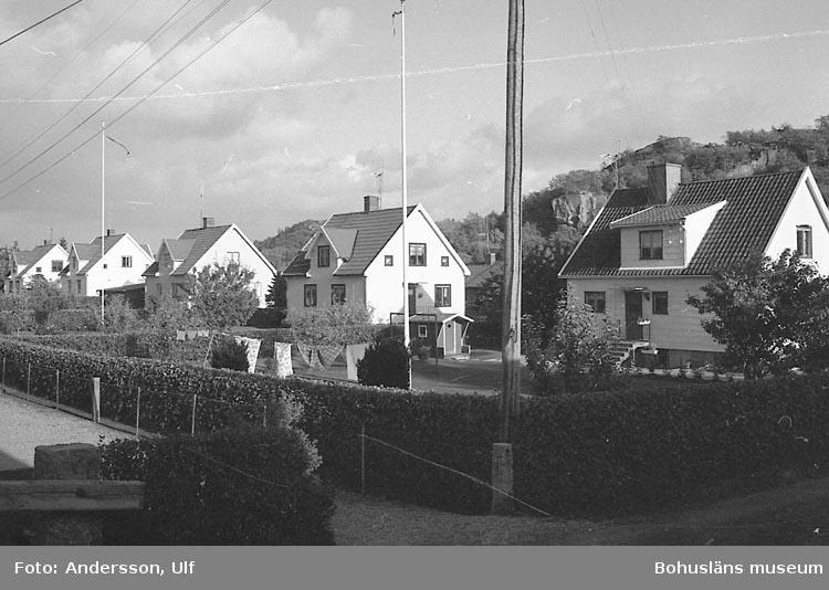 """Bohusläns samhälls- och näringsliv. 2. STENINDUSTRIN. Film: 63  Text som medföljde bilden: """"Lahälla""""."""