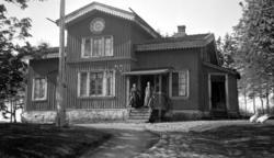 Enligt senare noteringar: Sörbo gästgivargård. 24 Maj 1920.