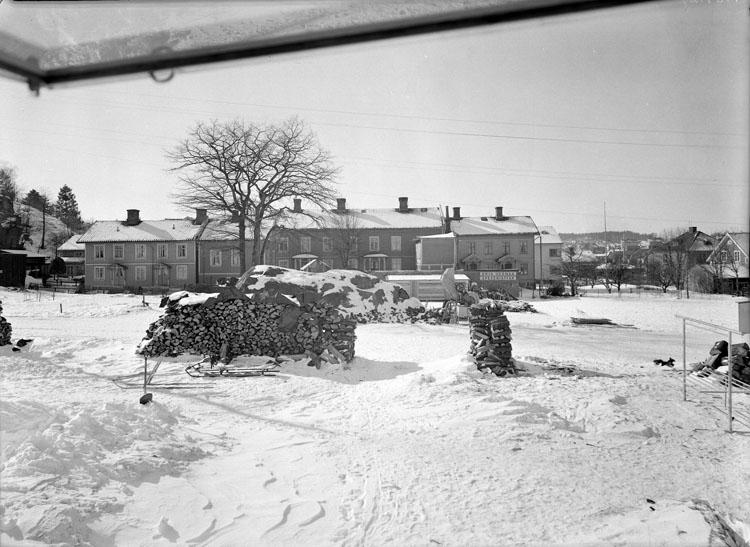 """Uppgift enligt fotografen: """"Uddevalla. Fastighet vid Skolgatan."""""""