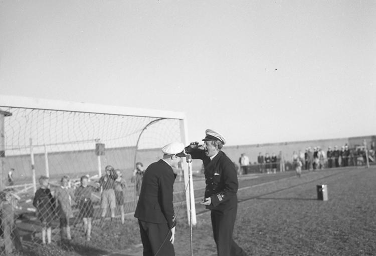 """Text till bilden: """"Gullmarsvallen. Till förmån för Europahjälpen. 1947.06.17""""."""