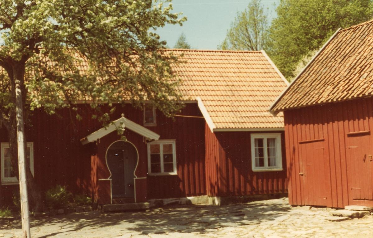 Älvsåker. Lindströmsgården. Lindströmsgården, Älvsåker. Foto Elof Lindälv 29 maj 1982.