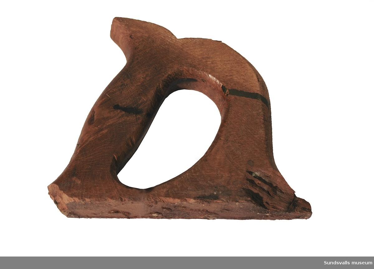 SuM 5084:1-2 rubank. Snidade handtag. Hyveljärnen är stämplade 'ERIK ANTON BERG ESKILSTUNA GARANTI' och under texten är en haj instämplad.