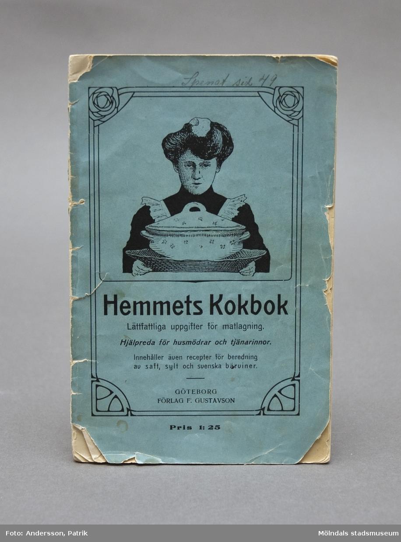 Hemmets kokbok, utgiven av Förlag F. Gustavson, 1915. Lättfattliga uppgifter för matlagning, samt hjälpreda för husmödrar och tjänarinnor.