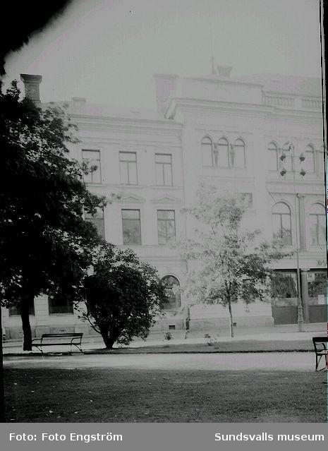 Sundsvalls Enskilda bank vid Vängåvan. Kyrkogatan.