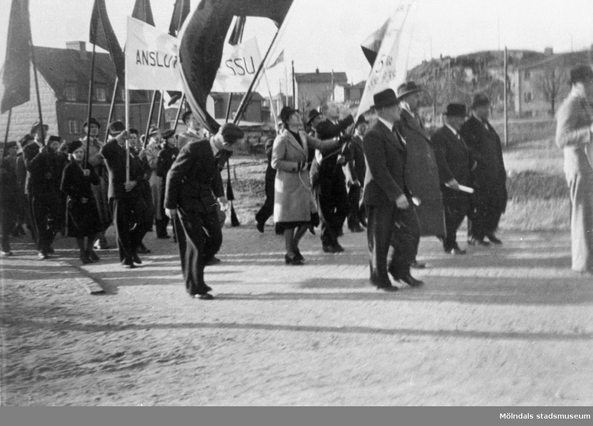 Demonstrationståg med bl a SSU (Socialdemokratiska ungdomsförbundet).