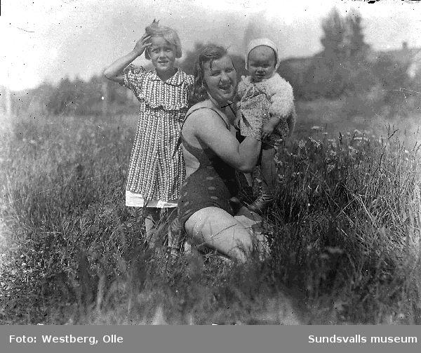 Marianne, Anne-Marie och Britt-Marie Westberg, döttrar till Linnea och Olle Westberg.