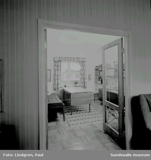 Interiörer från familjen Björn och Ingegärd Frankeds villa på Bruksgårdsvägen 20, Sundsbruk. Fastigheten tillhör en av de villor på Bruksgårdsvägen  som företaget Sunds Defibrator lät uppföra för sina tjänstemän 1960.