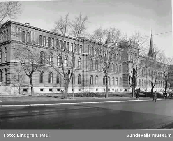 Skolhusallen. Läroverket senare kallat Hedbergska gymnasieskolan.
