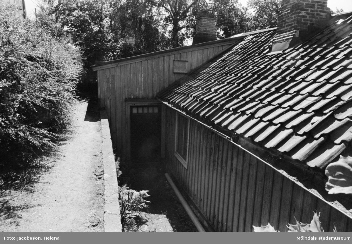 Exteriörbild av bostadshus på Roten M 16 i Mölndals Kvarnby, 1972.