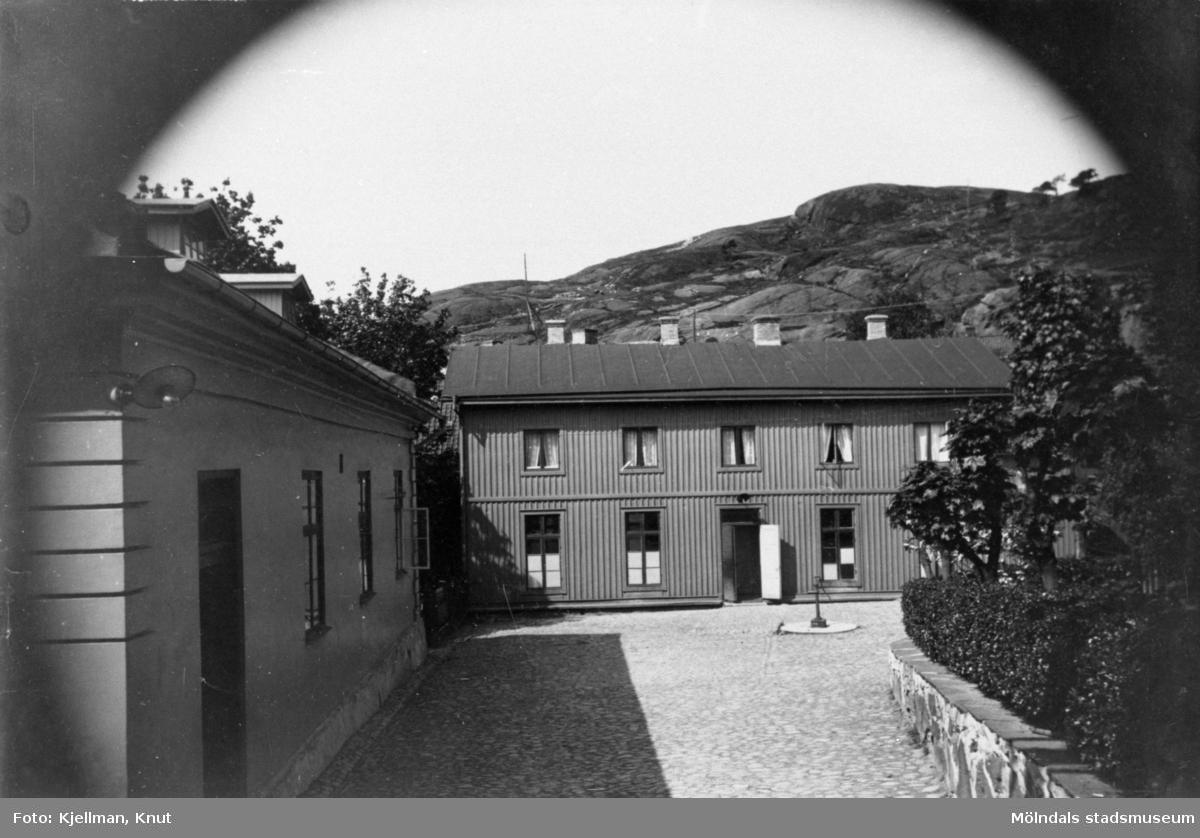Götiska förbundets skola i Mölndal, 1900-talet. Se även MMF1992:0047. MMF1992:0048 är tagen senare än MMF1992:0047.
